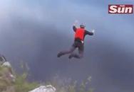 Rơi từ vách đá cao 304 mét xuống vẫn sống